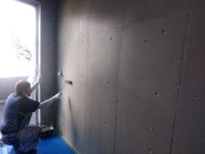 室内壁に直接貼り紙やペイントがあった為、剥離作業と塗装工程を経て綺麗にリフレッシュ。